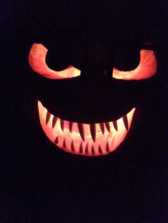glow: Creepy pumpkin glowing.