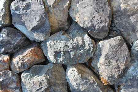 dry stone boulder retaining wall (vertical)