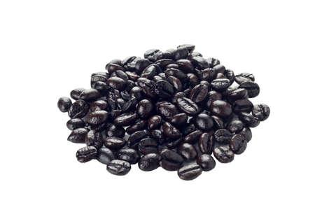 cafe colombiano: Granos de caf� aislados sobre fondo blanco.