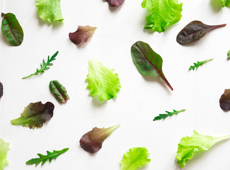 Pattern with lettuce for the background on the site. Salad greens and dietary products. Background with lettuce leaves. Flat lay, top view. Banque d'images