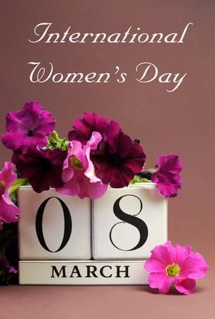 lady s: Guarde el bloque blanco calendario fecha por Internacional de la Mujer - vertical Foto de archivo