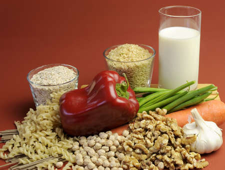 Low GI Foods - milk, brown rice, oatmeal, red capsicum pepper, green beans, garlic, raw carrot, walnuts, chickpeas, wholemeal pasta and buckwheat noodles