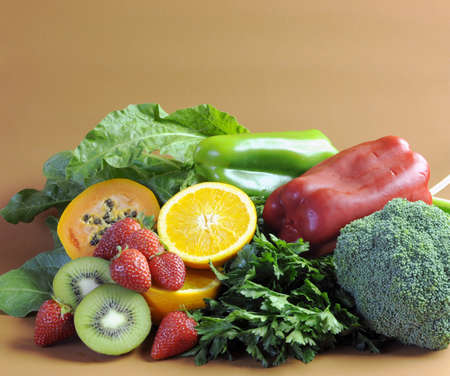 naturopath: Sources of Vitamin C - oranges, strawberries, red and green capsicum peppers, dark leafy green, parsley, broccoli, paw paw and kiwi fruit - for healthy diet and slimming program