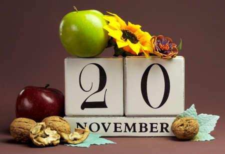 calendario noviembre: Guardar el calendario individuo estacional Fecha para el 20 de noviembre con los colores del otoño, frutas y flores de otoño tema para los cumpleaños, ocasiones especiales individuales, fiestas y eventos.