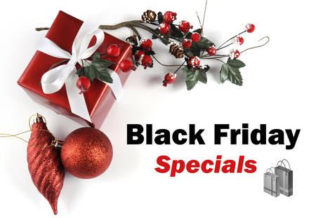 long weekend: Venerd� nero Specials messaggio vendita saluto con il regalo di Natale e decorazioni su sfondo bianco.