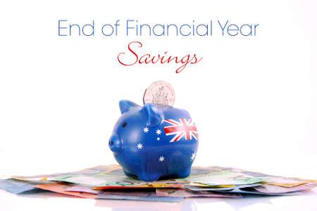fin d annee: Australian Money avec Piggy Bank pour l'�conomie, les d�penses ou � la fin de l'ann�e financi�re vente.