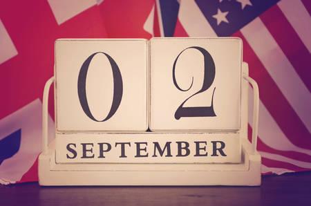 vj: Fine della seconda guerra mondiale 2 Set 1945 Calendario Data con un gruppo di bandiere, e applicato filtri retr� stile vintage. Archivio Fotografico