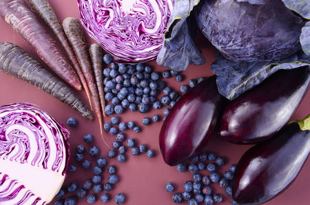 Purple fruits and vegetables thay contain Anthocynins, found in the Okinawan diet, that maintain healthy blood vessels and promote longevity. Stockfoto