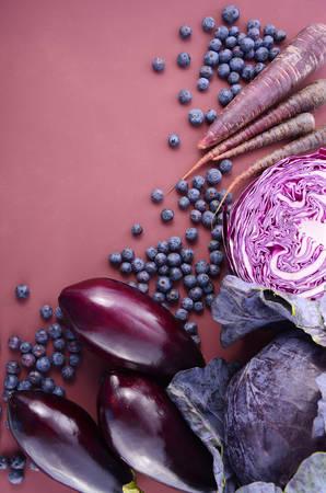 vasos sanguineos: frutas y verduras de color p�rpura parec�an contienen antocianinas, que se encuentra en la dieta de Okinawa, que mantienen los vasos sangu�neos saludables y promover la longevidad, gastos generales, con copia espacio.