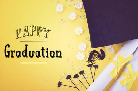 amarillo y negro: fondo blanco y negro de graduación de color amarillo con el tema de las fronteras decorado sobre fondo amarillo, con filtros de estilo retro aplicada y añadido el texto del estilo dibujado a mano. Foto de archivo