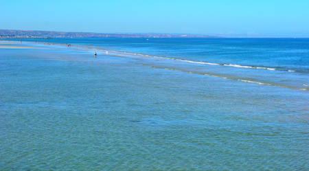 干潮時の夏ビーチ風景のバック グラウンド。
