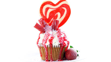 Red and white theme colorful novelty cupcake decorated with candy and large heart shaped lollipop for Valentine's, Mother's Day and birthday celebration. Zdjęcie Seryjne