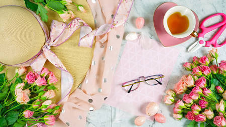 Welcoming Spring theme concept flat lay tea break with pink roses, sun hat and female accessories on marble background. 写真素材