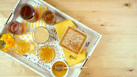 Variety of different types of honey with honeycomb Imagens