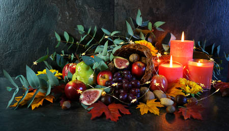 Thanksgiving cornucopia table setting centerpiece close up. Imagens