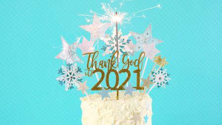 Happy New Years Eve cake with Thank God Its 2021 cake topper decoration. Foto de archivo