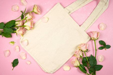 母亲节情人节婚礼生日女性题材帆布手提袋袋子称呼与桃红色玫瑰反对桃红色织地不很细背景。小样。复制空间。