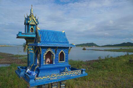 Blue little shrine on the lake side Imagens