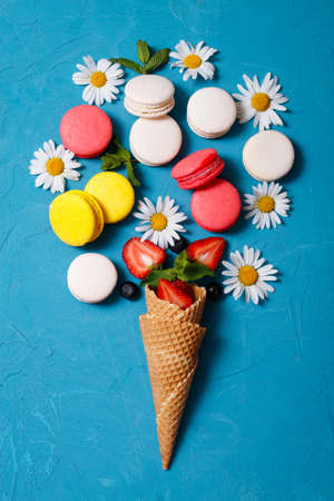 macaroons, waffle fase, flowers, macaroon, assorted, strawberry, chamomile, view from above, flowers, berries Stock fotó
