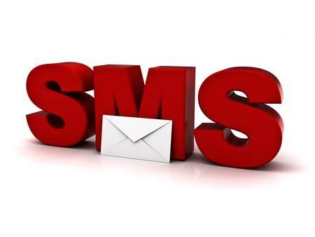 Sms o di breve concetto di servizio messaggi, sms parola con busta posta su sfondo bianco Archivio Fotografico