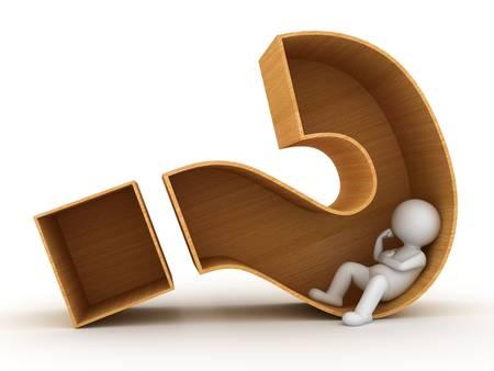dudas: Hombre 3d que se sienta en caja de madera signo de interrogación sobre fondo blanco