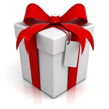 Coffret cadeau avec un arc ruban rouge et blanc tag isolé sur fond blanc avec la réflexion Banque d'images
