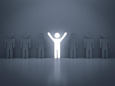 Démarquez-vous de la foule et concept différent, homme de lumière debout avec les bras grands ouverts avec d'autres personnes