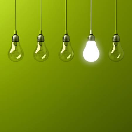 Eine hängende Glühbirne glühend anders und stehend aus unbeleuchteten Glühlampen mit Reflexion auf grünem Hintergrund, Führung und verschiedenen Business kreative Idee Konzept. 3D-Rendering
