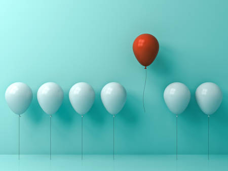 Onderscheiden van de menigte en ander concept, Één rode ballon die vanaf andere witte ballons op de lichtgroene achtergrond van de pastelkleurmuur met vensterbezinningen en schaduwen wegvliegen. 3D-rendering. Stockfoto