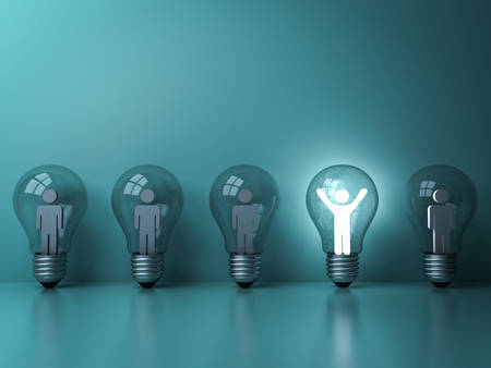 Stand out from the crowd and different creative idea concepts , One glowing light man standing with arms wide open in light bulb among other dim people on dark green pastel background . 3D rendering. Stockfoto