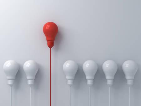 Piense en un concepto diferente Una bombilla de luz roja destacándose de las tenues bombillas de luz blanca sobre fondo de pared blanca con liderazgo de sombras e individualidad conceptos de idea creativa representación 3D