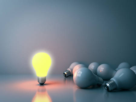 One glowing light bulb standing out from the unlit incandescent bulbs in the dark room background with reflections leadership and different business creative idea concepts 3D rendering 版權商用圖片