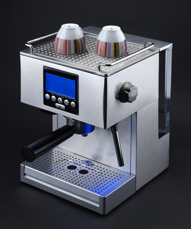 Espressomaschine auf einem schwarzen Hintergrund Standard-Bild - 25364922