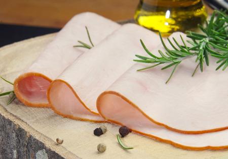 pavo: rebanadas de pavo ahumado natural mezclados y cocinados con aceite de oliva