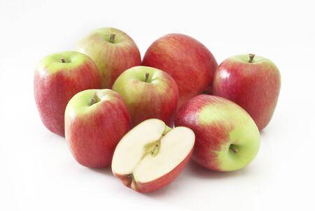 Ein Stapel von kleinen Äpfeln, genannt eine Vielzahl firiki in Griechenland Standard-Bild - 70721267