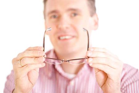 oculista: Oculista �ptica masculina presentando nuevas gafas