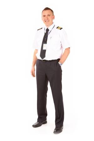 piloto: Alegre piloto vestidos con charreteras, permanente aisladas sobre fondo blanco. Durante el vuelo de una aerol�nea comercial, pilotos generalmente conocen como pilotos de la aerol�nea, con el piloto al mando como capit�n.  Foto de archivo
