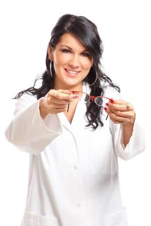 oculista: Mujer, �ptico o un oculista dar un par de gafas