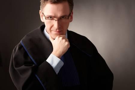 advocate: Fiscal lleva el pensamiento cl�sico vestido en la corte