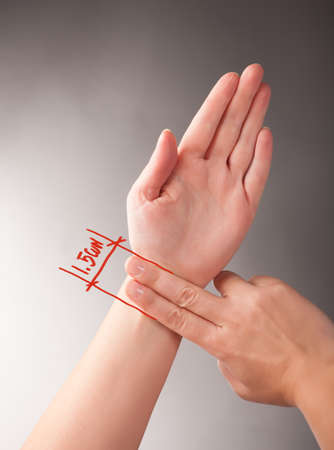 Acupressure, acupuncture  How to measure 1 5 CUN, a traditional Chinese unit of length  Its traditional measure is the width of a person Stock Photo - 18596729