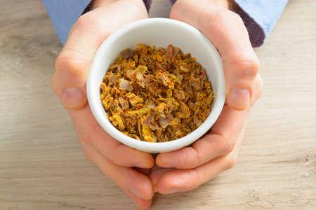 propolis: Natural propolis, mixture that honey bees collect
