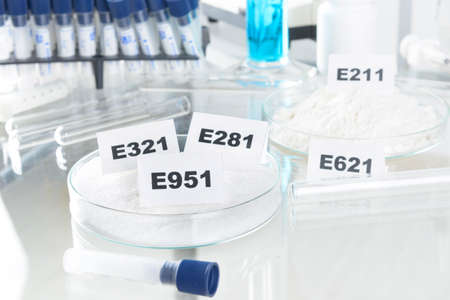 stabilizers: Conservantes sustancias que se a�aden a los productos tales como alimentos, productos farmac�uticos, pinturas, muestras biol�gicas, madera, etc.
