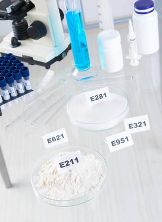 riesgo quimico: Conservantes sustancias que se a�aden a los productos como los alimentos.