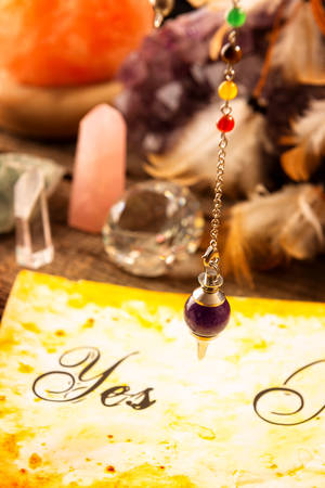 dowsing: Pendulum, tool for dowsing over yes and no choosing diagram