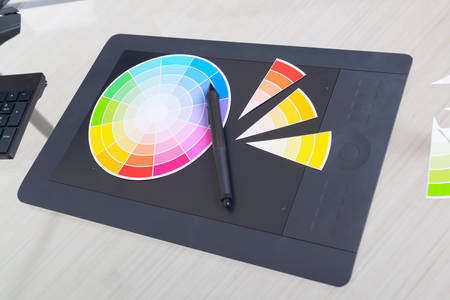 Color wheel and swatches of colour with stylus on a graphic tablet Imagens