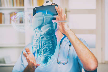 Medical doctor using virtual reality headset while working 免版税图像