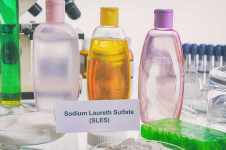 Noxious additives in cosmetics. Laboratory with chemical substances. Banque d'images