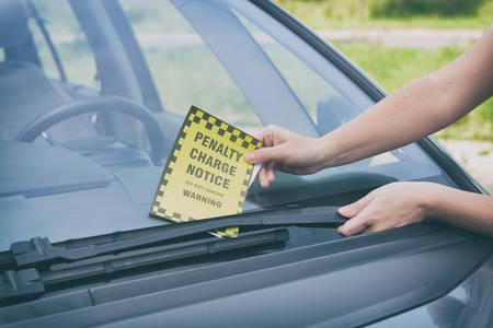 Parking ticket placed under windshield wiper Archivio Fotografico