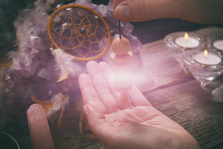 Palm reading, characterization and foretelling the future through the study of the palm with pendulum Stockfoto - 149138281