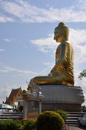 obudził: Seated Buddha image in Buddhist temple in Prachuap Khiri Khan,thailand